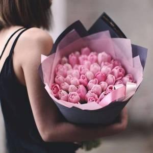 Букет 39 нежно розовых тюльпанов с оформлением R348