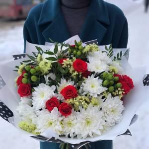 Сборный стильный букет с хризантемами и розами R1132