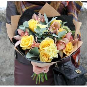 Сборный букет с орхидеями и желтыми розами R1225