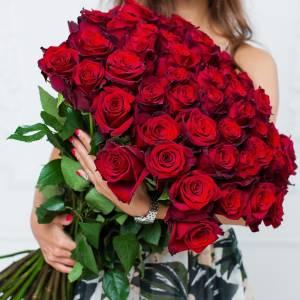 Букет крупная красная роза с лентами R104