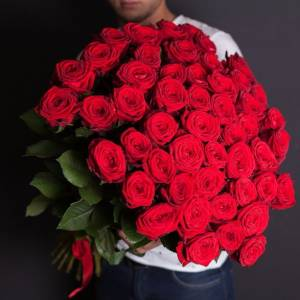 Букет 51 красная роза с лентами R413